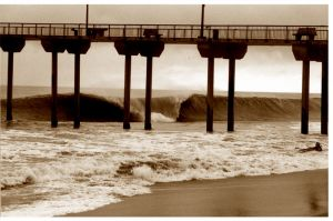 Aliso Beach Pier Wave